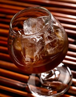 Image-of-Drink-With-Ice-from-Hashizaki-IM-Ice-Maker